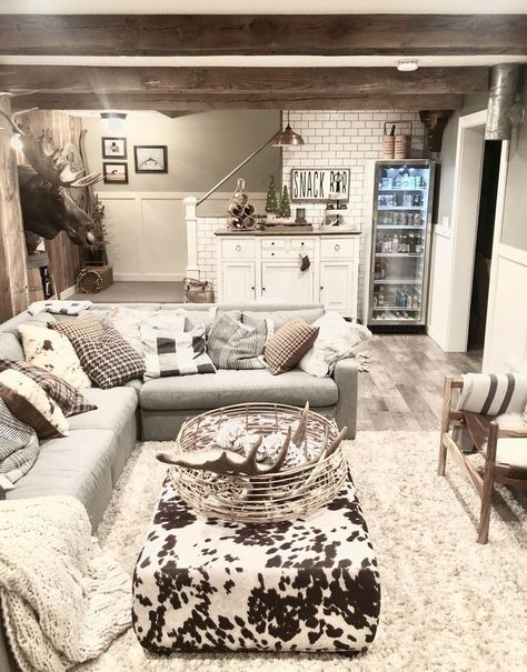 Home Remodeling Living Room Make your basement the best room in your house and get inspired by these amazing finished basement design ideas. - Make your basement the best room in your house and get inspired by these amazing finished basement design ideas. Basement Apartment Decor, Small Basement Apartments, Basement Living Rooms, Basement House, Living Room Decor, Modern Basement, Cozy Basement, Basement Bathroom, Small Basement Bedroom