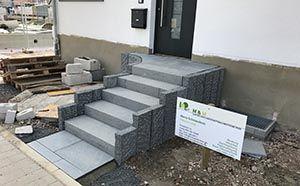 Hauseingang Aus Granit Anthrazit Stufen Palisaden Und Platten Hauseingang Treppen Hauseingang Treppe Aussen
