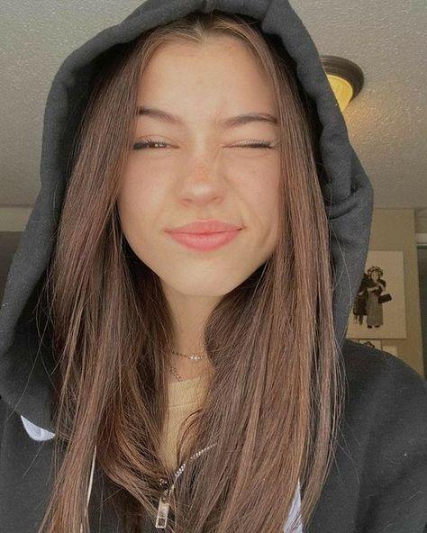 20 Selfies posando de manera creativa para verte bonita