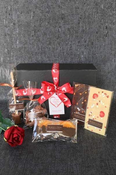 Small Chocolate Gift Box In 2019 شوكولاته Chocolate Gift Boxes