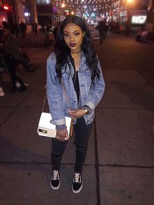 Jean Jacket Outfit Idea, Jean Denim Winter Fashion, Street Outfit with Black Vans, Fashion Black Outfits Style