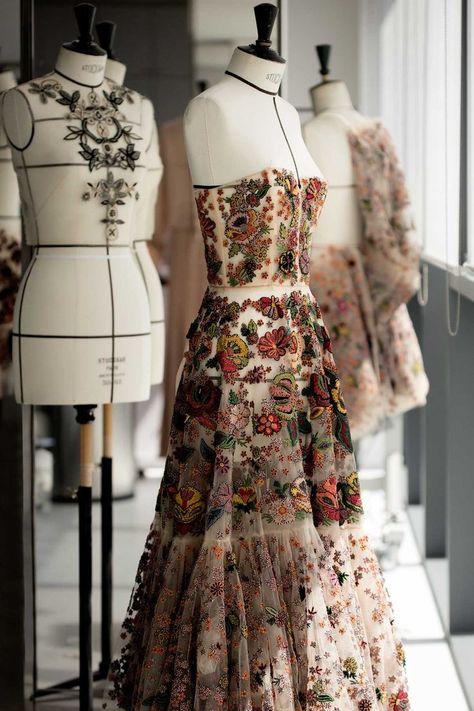 Embroidery Savoir-Faire #fashion #style #eveninggown #wedding #weddinginspo #weddinggown #weddingdress