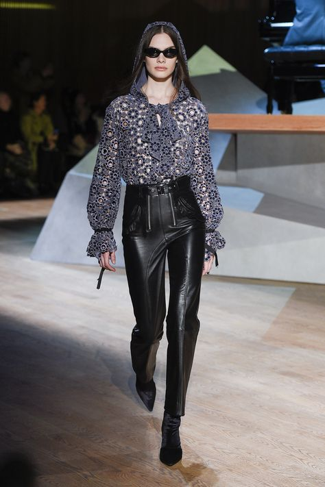 http://www.vogue.com/fashion-shows/fall-2017-ready-to-wear/self-portrait/slideshow/collection