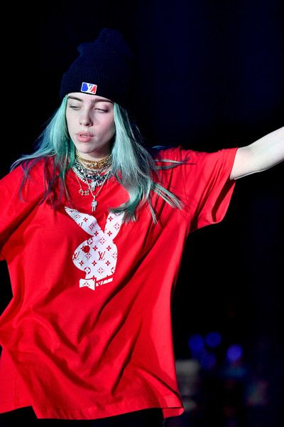 Billie Eilish Photos - Billie Eilish performs on stage during KROQ Absolut Almost Acoustic Christmas at The Forum on December 2018 in Inglewood, California. - KROQ Absolut Almost Acoustic Christmas - Day 2 Celebrity Baby Pictures, Celebrity Baby Names, Celebrity Babies, Billie Eilish, Billie Piper, Bae, Diane Lane, Queen, Me As A Girlfriend