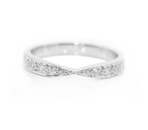 Another simple, yet elegant shaped wedding ring from @Serendipity Diamonds with grain set round brilliant cut diamonds, graduating in size, within a design that allows for a single stone setting within an engagement ring, so that both sit neatly alongside. One of the pre-existing shaped wedding rings, but can also be created as a custom designed ring in the same style. #shaped #wedding #rings