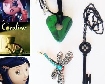 Coraline Seeing Stone Necklace Looking Stone Amulet Coraline Green Stone Coraline Key Coraline Black Key Coraline Costume In 2020 Coraline Coraline And Wybie Green Stone