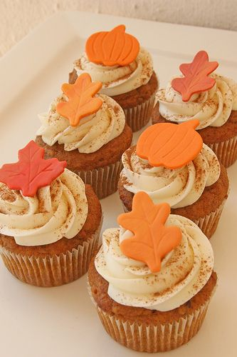 Pumpkin pecan cupcakes with fondant leaves - 2014 Thanksgiving party ideas Fondant Cupcakes, Yummy Cupcakes, Cupcake Cakes, Rose Cupcake, Cupcake Toppers, Pink Cupcakes, Cup Cakes, Thanksgiving Cupcakes, Pumpkin Spice Cupcakes