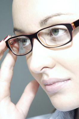 8305bba0338217 bien choisir ses lunettes - Visage ovale   formes rectangulaires, biseautées