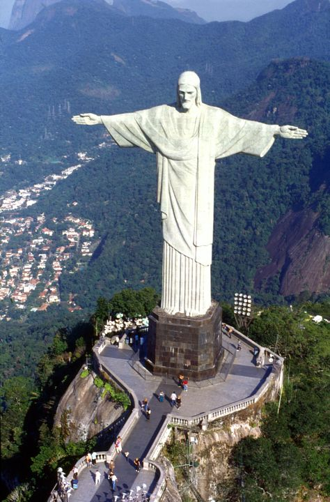 Wanna Go Christ The Redeemer In Rio De Janeiro Been There - Guy takes epic selfie top christ redeemer statue brazil