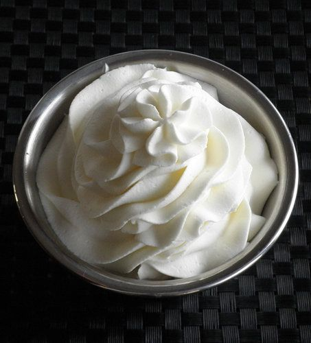 Recipe for Stabilized Whipped Cream Frosting - Before finding this recipe, I often wondered how bakeries and restaurants could keep their whipped cream frosting so beautiful and firm throughout the day..