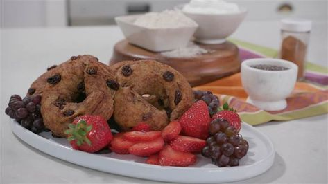 Joy Bauer's Skinny Cinnamon Raisin Bagels | Recipe in 2020 | Joy bauer  recipes, Cinnamon raisin bagel, Bagel recipe