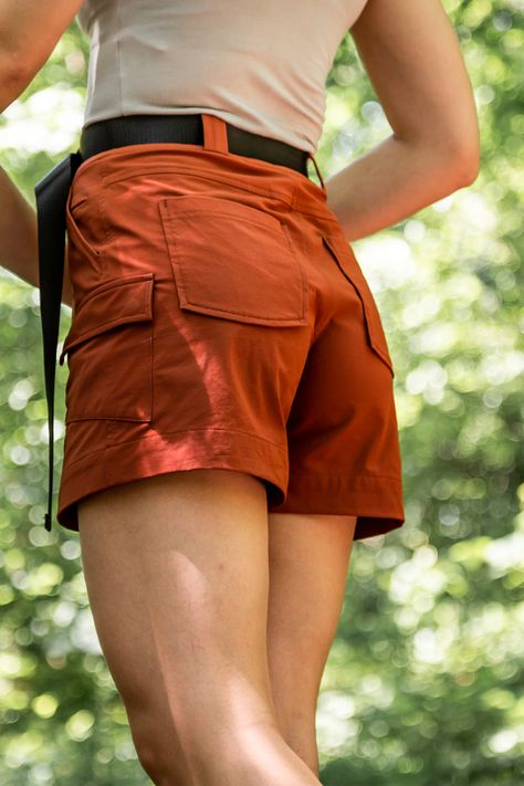 High waist fit, recycled materials and eight pockets = the cutest shorts ever 🌿