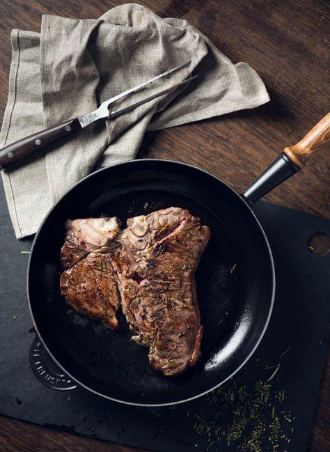 Alles, was Mann in der Küche braucht: von Weber Grill über de Buyer-Pfannen und -Töpfe aus Gusseisen bis hin zu Lederschürzen und scharfen Messern.