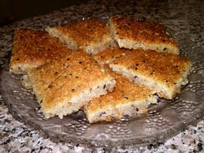 اليانسونيه من الحلويات المميزة بطعمها وقيمتها الغذائيه العاليه وسهوله تحضير مكونات اليانسونيه ثلاث اكواب سميد نصف كوب طح Food Desserts Banana Bread