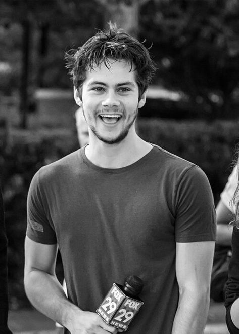 Dylan O'brien Cute black and white Adorable smiles Dylan Sprayberry, Teen Wolf Dylan, Teen Wolf Cast, Stiles, Dylan O Brien Cute, Meninos Teen Wolf, Crush Crush, O Brian, Scott Mccall