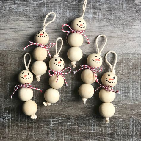 Wood Bead Snowman Ornaments diy and crafts ideas Christmas Ornament Crafts, Snowman Ornaments, Christmas Projects, Christmas Ideas, Beaded Ornaments, Ornaments Ideas, Snowman Decorations, Wood Ornaments, Handmade Ornaments