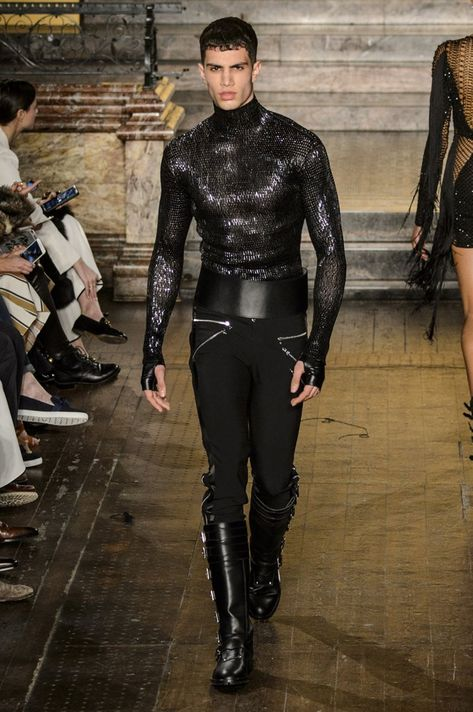 Pin for Later: We Can See Gigi Hadid in Almost Every Look From Julien Macdonald's New Collection Julien Macdonald Autumn/Winter 2016 Look Fashion, Fashion Art, High Fashion, Fashion Show, Mens Fashion, Fashion Design, Gothic Fashion, Julien Macdonald, Mode Masculine