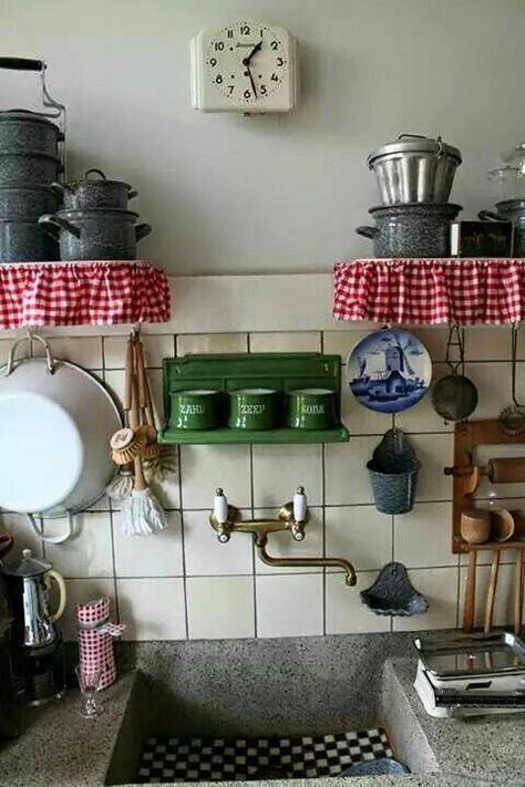 great vintage kitchen sink area... the clock must be a wind-up. No electric cord and too early for battery type. You can see the hole for the key to wind the clock just below the center of the face.
