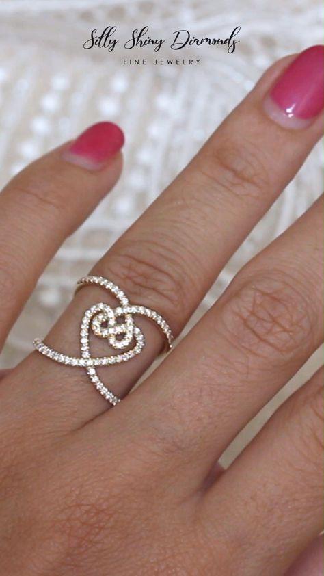 HEARTS LOCK UNIQUE STATEMENT, WIDE LACE DIAMOND RING