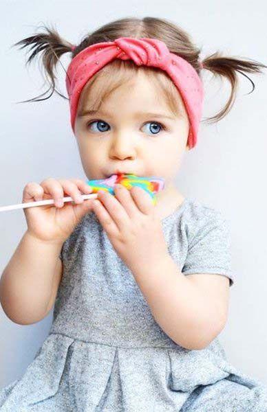 15 Idees De Couettes Irresistibles Pour Votre Petite Fille Couette Coiffure Bebe Fille Coiffure Bebe