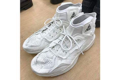 atarse en venta más barata nuevo estilo de A Closer Look at the COMME des GARÇONS x Nike ACG Mowabb ...