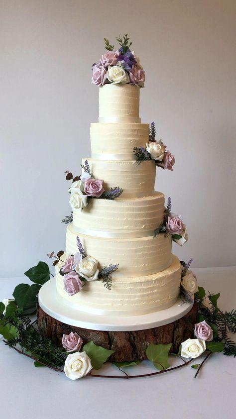 Swirl frosting buttercream wedding cake #weddingcakes #buttercreamcake #nakedcake #rusticweddingcakes #rusticweddingideas #summerweddingcake #summerweddingideas #cakeideas
