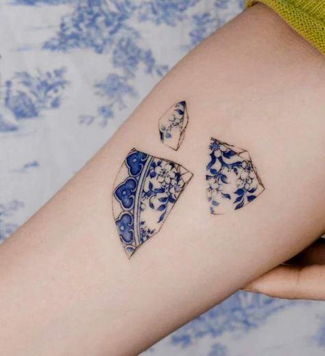 Esse artista faz tatuagens que parecem uma pintura em porcelana | We Fashion Trends