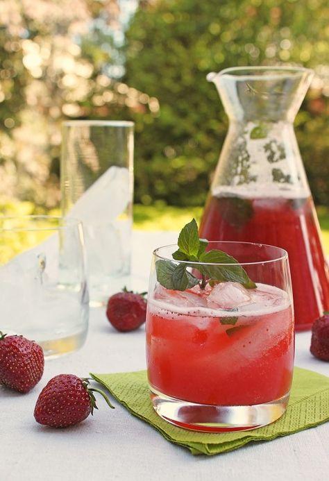 strawberry rhubarb mojitos
