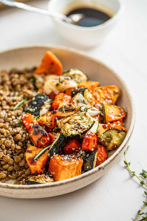 Made green lentils, roasted vegetables and maple balsamic dressing, this easy lentil salad makes a satisfying and nutritious plant-based meal that's perfect for cooler weather. Gluten-free, vegan, refined sugar-free, nut-free. #healthysalad #healthyrecipe #veganrecipe #vegandinner #lentils #roastedvegetables #hempseeds #highfiber #highprotein #saladrecipe #lentilsalad #healthymealideas