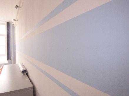 Fertige Streifen an der Wand - blue striped wall for bedroom ...