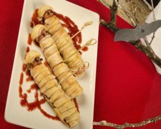 Saucisses feuilletées façon momies pour Halloween : http://www.fourchette-et-bikini.fr/recettes/recettes-minceur/saucisses-feuilletees-facon-momies-pour-halloween.html