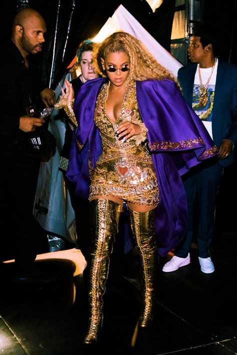 in this beautiful outfit beyonce performed family feud & upgrade you in this beautiful outfit beyonce performed family feud & upgrade you Beyonce 2013, Rihanna, Estilo Beyonce, Beyonce Memes, Beyonce Knowles Carter, Beyonce Style, Beyonce And Jay Z, Beyonce Quotes, Britney Spears