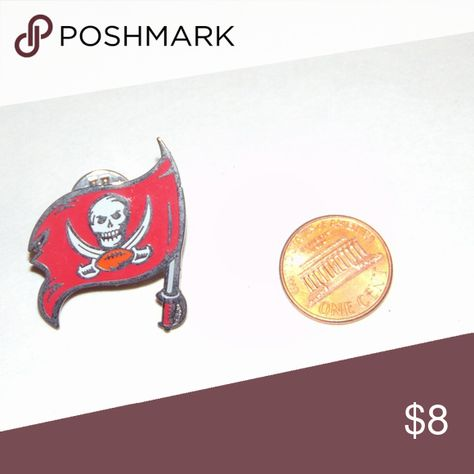 Tampa Bay Buccaneers Pin Tampa Bay Buccaneers Flag and Logo Hat/Lapel Pin Accessories