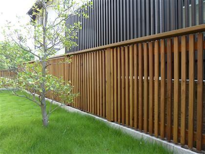ウッドフェンスを設置するリフォームの施工費用 価格の相場は ウッドフェンス ガーデンプラン エクステリア