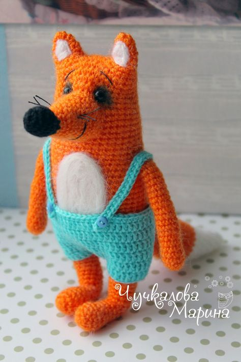 Fox with Shorts - Free Amigurumi Russian Pattern here: http://kumutushka.blogspot.ru/2014/10/blog-post.html