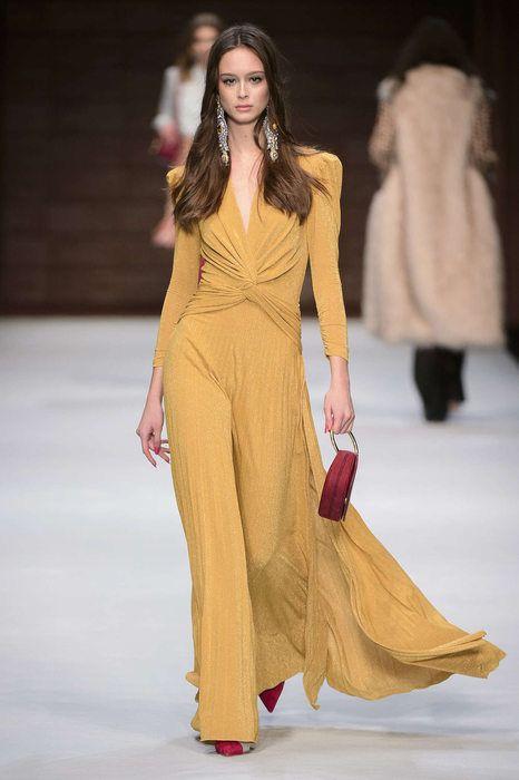 ELISABETTA FRANCHI FW nel 2020 | Stile di moda, Abiti alta