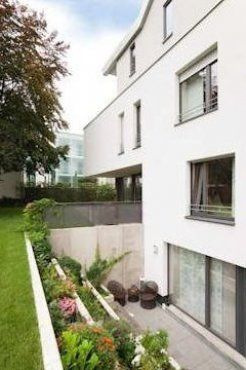 Einfamilienhaus Pulheim Moderne H User Von Scheumar Baumanufaktur Garten Landschaftsba Backyard Landscaping Patio Landscaping Contemporary Landscape Design