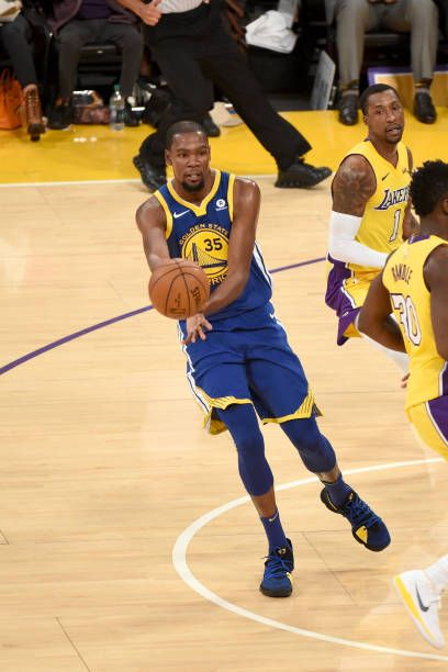 Kevin Durant Of The Golden State Warriors Passes The Ball Against The Los Angeles Lakers On Dece Golden State Warriors Golden State Warriors Pictures Nba Stars