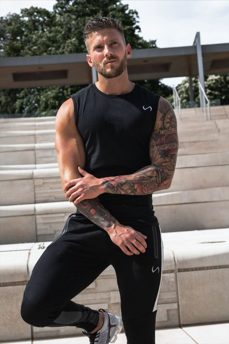 Model Outfits, Hot Outfits, Black Outfits For Guys, Tattoed Guys, Jogging, Hot Guys Tattoos, Male Fitness Models, Mens Joggers, Mens Activewear