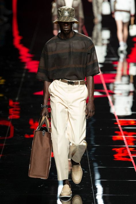 Fendi Spring 2019 Menswear collection, runway looks, beauty, models, and reviews.