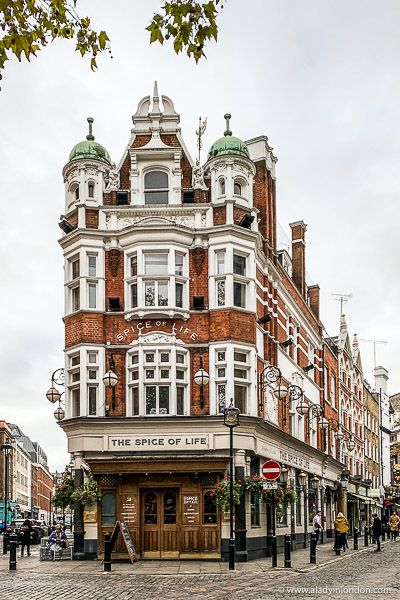 Beautiful pub in Soho, London. This area has some of the best pubs in London. City Of London, Pubs In London, London Blog, London Night, London Restaurants, London Street, Soho, City Aesthetic, Travel Aesthetic