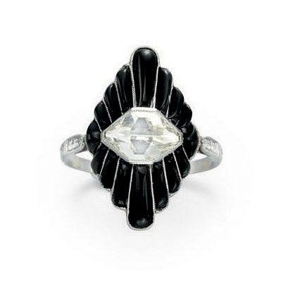 Ein Kunst Deko Diamant Und Onyx Ring Im Mittelpunkt Eines