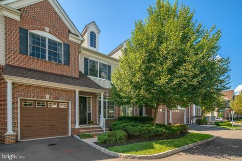 Condo Townhouse For Sale Cherry Hill New Jersey Usa In 2020 Exterior Brick Row House Multi Family Homes