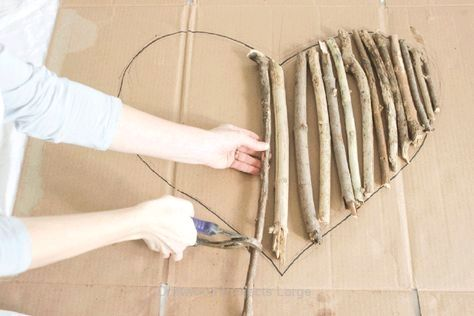 Steps to make a coronary heart formed wall skill away from driftwood or tree branches and twigs. Incorporates tips on branch selection and displays how exactly to link branches jointly. #driftwoodprojectslarge #driftwoodprojects