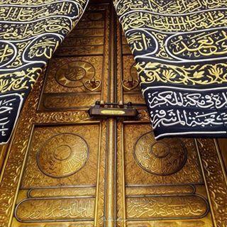 خلفية من حساب A Aisha87 A Aisha87 A Aisha87 مدام لك رب عن الخلق يكفيك لاتشتكي للخلق قاصي وداني أسجد وقل يارب ماخ Decor Home Decor Ksa Saudi Arabia