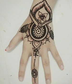 47 Gambar Motif Henna Tangan Simple Dan Cantik Untuk Pemula Desain Henna Henna Tangan Henna