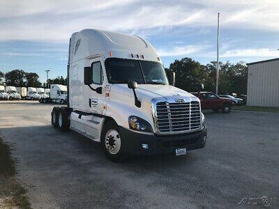 Penske Used Trucks Unit 693549 2014 Freightliner Cascadia 125 In 2020 Used Trucks Freightliner Cascadia Freightliner