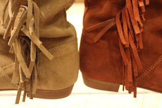 33a4af68c3448 Calzados NIZA y ZAS Shoes  Botas de serraje y colores tierra. Detalle de  los colores y flecos