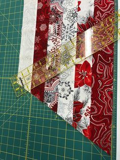 Easy 30 sewing hacks projects are available on our internet site. look at this and you wont be sorry you did. Diy Christmas Tree Skirt, Xmas Tree Skirts, Christmas Tree Skirts Patterns, Fabric Christmas Trees, Tree Patterns, Christmas Sewing, Quilt Patterns, Christmas Diy, Quilting Ideas