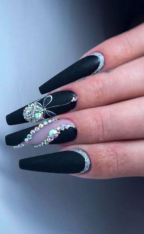 The Most Beautiful Black Winter Nails Ideas #coffinnails #blacknails #matteblack #mattenails #glitternails #winternails #winternailcolors #winternailart